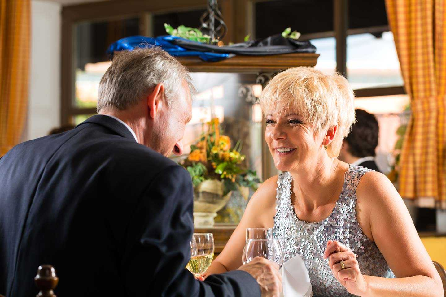 5 Texting Tips For Mature Daters